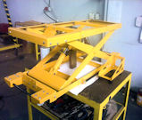 Ultra-low hydraulic scissor lift for electric car battery handling